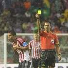Chivas denuncia a árbitro por insultos a jugadores