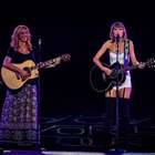 Taylor Swift canta 'Smelly Cat' a dúo con Phoebe de Friends
