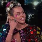 Miley Cyrus enseña de más en el programa de Jimmy Kimmel