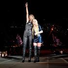 Avril Lavigne canta a dúo 'Complicated' con Taylor Swift