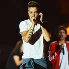 Integrantes de One Direction 'pelean' en un concierto