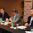 Macri junto a sus economistas presentó su plan de vivienda