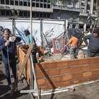 Ex soldados de Malvinas construyen una casa en Plaza de Mayo