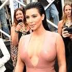 Kim Kardashian regala más fotos desnuda en el desierto