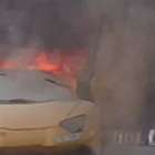 Automóvil se incendia en las calles de Dubai
