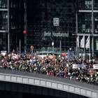 Miles de alemanes se manifiestan vs pacto comercial con EUA