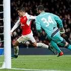 Con un Alexis brillante el Arsenal golea y vive en Champions