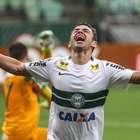 Coritiba derrota o Palmeiras e dá passo para fugir da degola