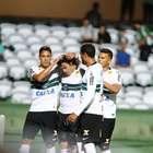 Coritiba faz três de pênalti e abre o Paranaense com goleada