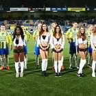 Club holandés sale a la cancha con mujeres en ropa interior