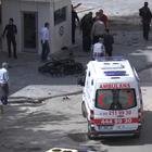 Un muerto y 13 heridos en ataque con coche bomba en Turquía