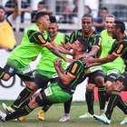 Robinho perde pênalti, e América bate Atlético-MG no 1º jogo