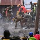 Tras 80 horas, rescatan a bebé bajo los escombros en Nairobi
