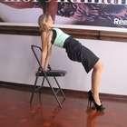 Seis ejercicios para evitar el estrés laboral con el yoga