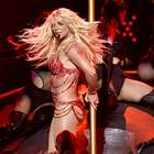 Britney Spears casi muestra de más por accidente (VIDEO)