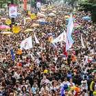 Parada chega à 20ª edição reivindicando 'lei da identidade'
