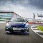 Dos GT-R de Nissan en competencia, solo uno sobre la pista