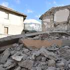 Rescatan a personas vivas bajo escombros tras el seísmo