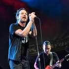 Eddie Vedder expulsa a fan por agredir a una mujer