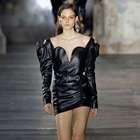 SAINT LAURENT desfila na semana de moda de Paris Verão ...