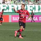 Com um 1º tempo avassalador, Vitória goleia Chapecoense