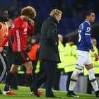 United leva empate do Everton no fim e fica longe de líderes