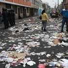 Cercado de Lima: trabajadores de limpieza arrojan basura ...