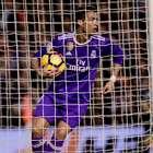 El Valencia sorprende al Real Madrid con dos goles en ...