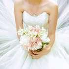 Celebró su divorcio quemando su vestido de boda