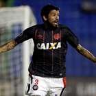 Lucho marca, Atlético-PR vence no Paraguai e se classifica