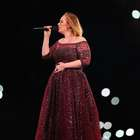 Adele rinde tributo a víctimas del ataque en Londres (VIDEO)