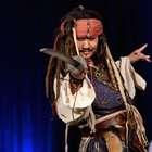 'Jack Sparrow' hace de las suyas en Disneyland (VIDEOS)