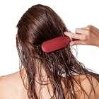 Faz mal pentear o cabelo molhado?