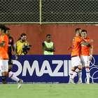 Vitória perde para o Atlético-PR em casa e se complica