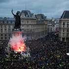 Macron prepara resposta após nova onda de protestos ...