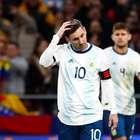 Messi sente dores no púbis em derrota e é cortado da seleção