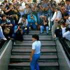 Diego Maradona: Jogador é ovacionado em trecho inédito ...