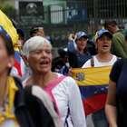 Protesto de Guaidó tem baixa adesão; Maduro elogia tropas