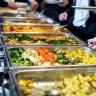 Saiba como montar um prato saudável no self-service