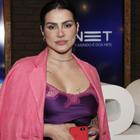 De camisola a adesivo de seio: veja looks polêmicos de Cleo