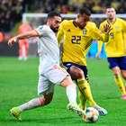 Brasileiro marca nos acréscimos e põe a Espanha na Euro