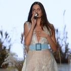 Barbara Fialho, 'corpo' da Victoria's Secret, canta no SPFW