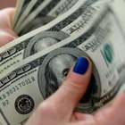 Dólar bate R$ 4,20 e fecha com 2ª maior cotação da história