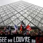 Louvre fecha as portas após funcionários aderirem a greve