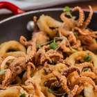 Saiba como fazer lulas fritas sequinhas e crocantes em casa