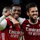 Arsenal marca no fim e vence West Ham pelo Campeonato Inglês