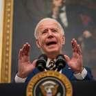 Biden assina decretos para combater efeitos econômicos ...
