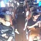 Câmeras de segurança registram acidente de ônibus na China