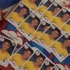 Marquezine brinca ao receber figurinhas repetidas de Neymar: 'Ele é raro?'