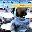 Iti malia! Filho de Junior toca bateria no palco e Sandy elogia: 'Grande batera'